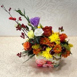 Aranjament floral de toamna in vas decorat manual