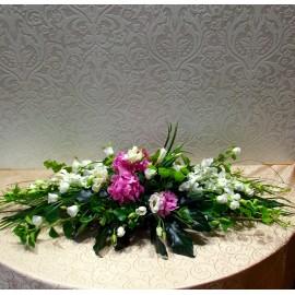 Aranjament funerar cu flori albe si mov