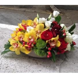 Aranjament cu orhidee, trandafiri si lisianthus - 19 flori