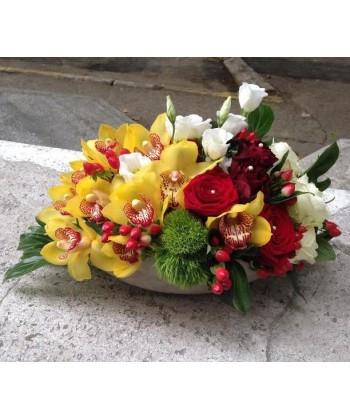 Aranjament cu orhidee, trandafiri si lisianthus
