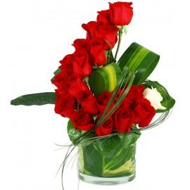 Aranjament 19 trandafiri in bol de sticla