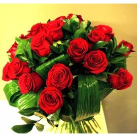 Buchet elegant cu 25 trandafiri rosii tija lunga