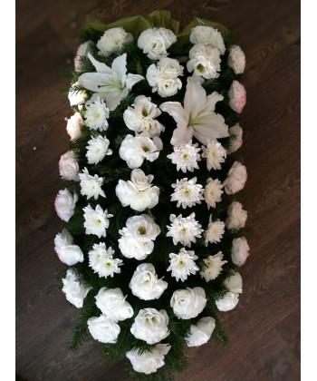 Jerba funerara din flori albe