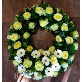 Coroana trandafiri galbeni si minigerbera