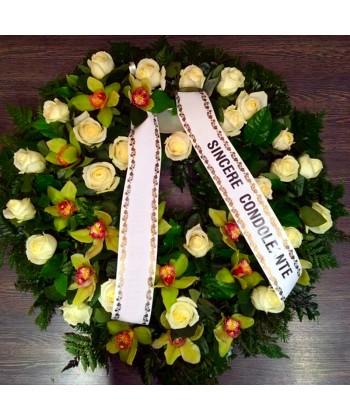Coroana funerara cu flori albe si verzi