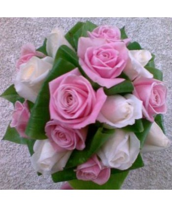 Buchet cu trandafiri albi si roz