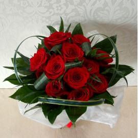 Buchet din 13 trandafiri rosii