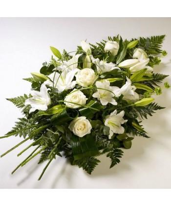 Buchet funerar din flori albe