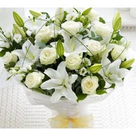 Buchet funerar trandafiri, crini si lisianthus