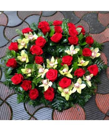 Coroana funerara cu trandafiri si orhidee