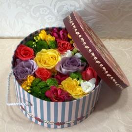 Cutie rotunda cu flori multicolore