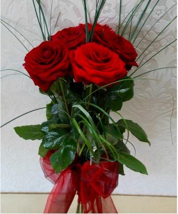 5 trandafiri rosii
