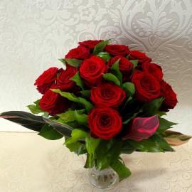 Buchet 19 trandafiri rosii in vaza