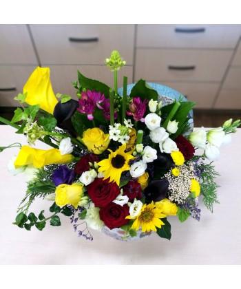 Aranjament flori viu colorate in cutie