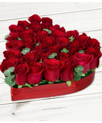 Inima 29 trandafiri rosiii si eucalipt