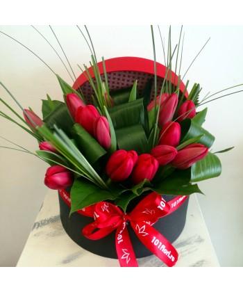 Cutie rotunda cu 15 lalele rosii