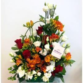 Aranjament in cos cu flori mixte colorate