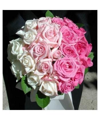 Buchet mireasa cu trandafiri multicolori si verdeata