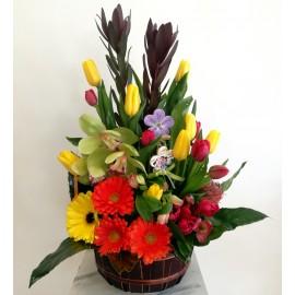 Aranjament primavaratic cu flori exotice