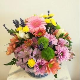 Aranjament floral vesel si colorat de sezon