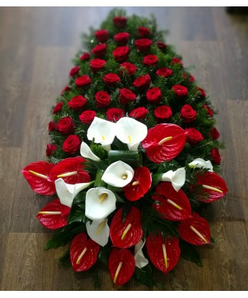 Coroana funerara clasica cu trandafiri, cale si anthurium