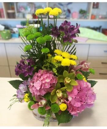 Aranjament de vara cu flori colorate orhidee, hortensii si alstroemeria