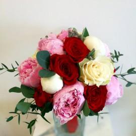 Buchet 7 trandafiri si 8 bujori in culori pastel