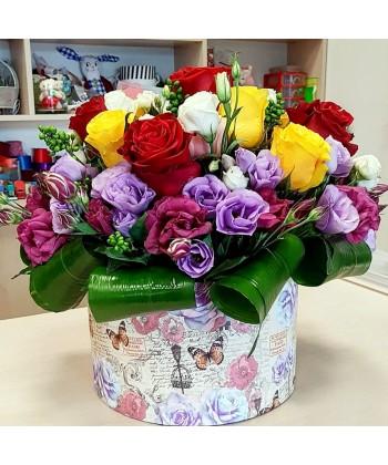 Aranjament Floral Maria Cutie Cu Flori Colorate Pentru Maria