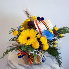 Aranjament floral traditional in vas cu tricolor