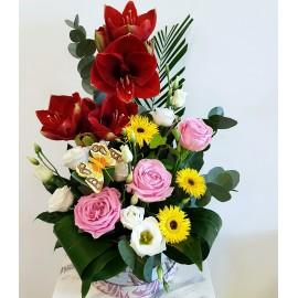 Aranjament floral mix in cutie pentru zi de nastere