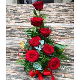 Aranjament 7 trandafiri rosii zi de nastere si onomastica