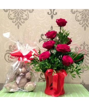 Aranjament 7 trandafiri rosii si ursulet