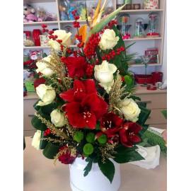 Aranjament de iarna cu trandafiri, amaryllis si strelitia in cutie