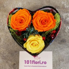 3 trandafiri criogenati in cutie inima indragostita
