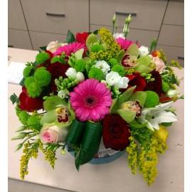 Aranjament floral in cutie pentru zi de nastere