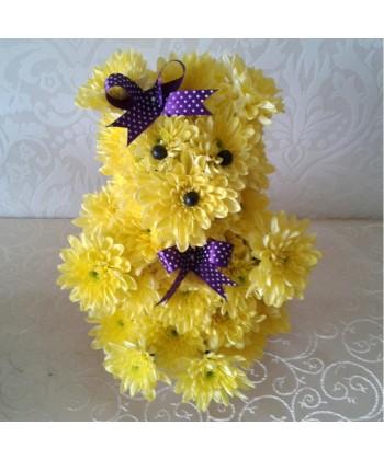 Aranjament catelus din crizanteme