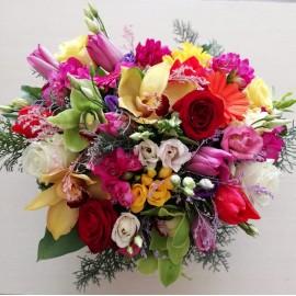 Buchet flori proaspete in culori calde