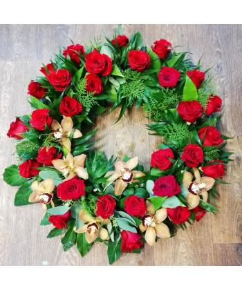 Coroana funerara rotunda din trandafiri si orhidee