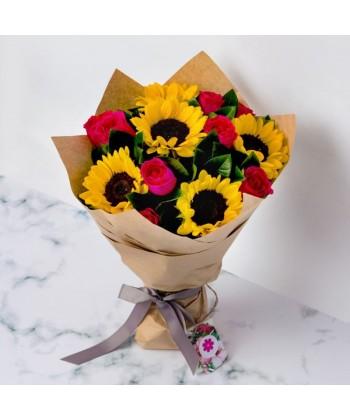 Buchet 5 floarea soarelui cu 8 trandafiri roz