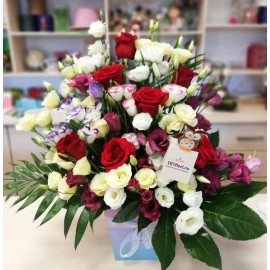Cutie 7 trandafiri rosii si 18 lisianthus colorat