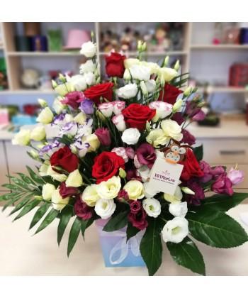 Cutie 7 trandafiri rosii si 20 lisianthus colorat