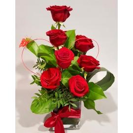 7 trandafiri rosii in vas cubic