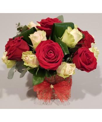 Aranjament trandafiri 9 rosii si 12 ivory