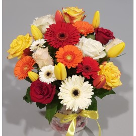 Aranjament flori colorate in cutie