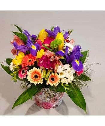 Aranjament in cutie cu flori colorate de sezon