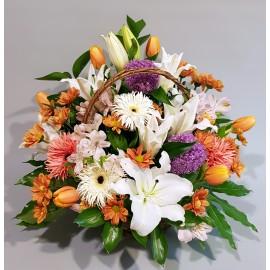 Aranjament floral de vara in cos cu flori asortate