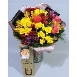 Cadou zi de nastere, buchet flori colorate si sampanie