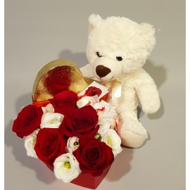 Cadou flori aniversare, inima trandafiri, raffaello si ursulet