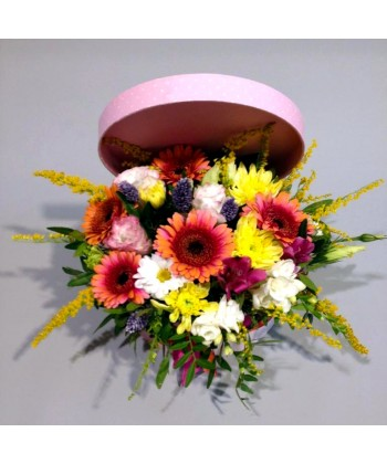Aranjament mix flori colorate in cutie cu fundita