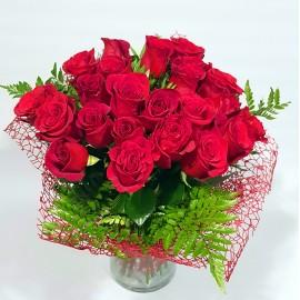 Buchet 23 trandafiri rosii in vaza